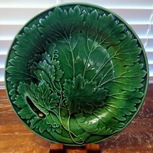"""Vintage Unmarked Green Majolica Overlapping Leaves 8 3/4"""" Plate"""