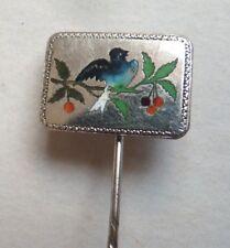 épingle à cravate ou foulard vers 1920 en métal et émail oiseau cerise