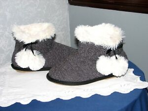 NEW Women's Hanes SLIPPERS BOOTIES White Fur Trim Pom Poms Size 5-6 Comfortable