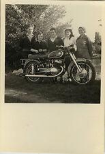 PHOTO ANCIENNE - VINTAGE SNAPSHOT - MOTO MOTOCYCLETTE FAMILLE - MOTORBIKE 1954