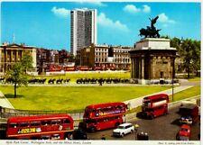 Hyde Park Corner, Wellington Arch and Hilton Hotel Vintage A5 Postcard - IL53