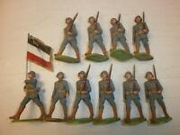 Konvolut 10 alte Elastolin Kunststoff Soldaten zu 7.5cm Marschzug Fahnenträger