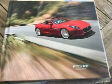 Brochure  jaguar f type hard cover met media cd rom  25 x 21 cm