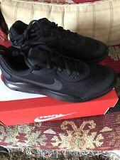 Nike AIR MAX OKETO (GS) Triple Black Athletic Running Shoes Youth Boys Sz 5 YNEW