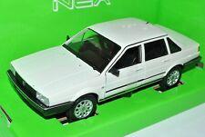 VW Volkswagen Santana Passat B2 Weiss Beige Limousine 1981-1984 1/24 Welly Model