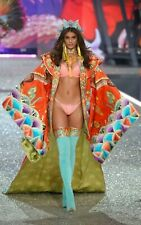 """Taylor Hill in a 11"""" x 17"""" Glossy Photo Poster 61ru"""