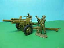 Airfix compatible 1/32 scale US Howitzer with 3 artillerymen (green)