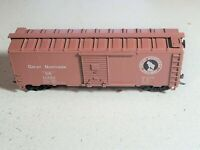 Athearn Great Northern 40' Single Door Box Car GN11582 - HO Scale