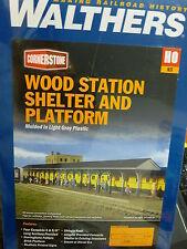 Walthers HO #933-3188 Wood Station Shelter & Platform (Kit) Plastic