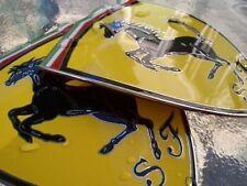 QUANTITE 1 ecusson Ferrari,ou Lamborghini ou,Maserati en métal emaillé