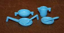 Playmobil vie quotidienne lot de vaisselle poële assiette broc bleu ciel vintage
