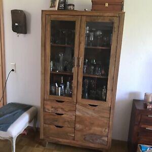Vitrine Massivholz Sheesham, mit Glastüren, Tür und drei Schubladen