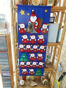 RE-USABLE HANGING ADVENT CALENDAR-BLUE FELT-RED SANTA EVERY DAY WITH POCKETS