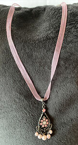 Romantic Pink Organza Ribbon Pendant Necklace Rhinestone Crystal Pearls 1928