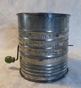 VINTAGE BROMWELL'S  5 CUP MEASURING SIFTER GREEN WOOD KNOB HANDLE MADE IN USA