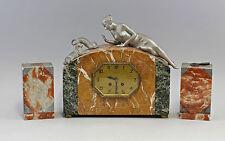 Figürliche Kaminuhr Art déco Frankreich mit Beistellern 99820034