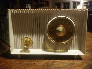 Vintage Pink/White RCA Victor Model X -2EF Tube Radio Working For Parts Restore
