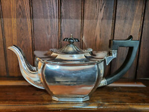 Attractive Edwardian Sheffield EPNS Silver Plated Teapot