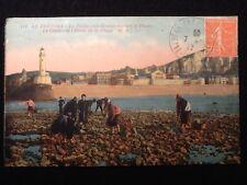Carte postale ancienne Le Tréport (Seine-Maritime) La Pêche aux Moules...