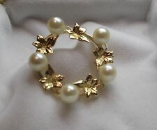 14k Yellow Gold Circle Pin with 5 white Akoya Cultured Pearls, Good Condition
