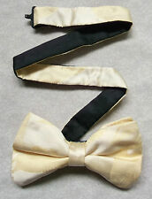 Nuevo De lujo seda MENS corbata de Moño Bowtie Flying Patos Mallard reluciente crema pálido