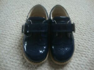 Clarks girl's navy brogue shoes size 6.5 or 6 1/2 G