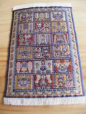 Miniatur Teppich aus Polyester für Krippe oder Puppenhaus Größe 10x15 cm.
