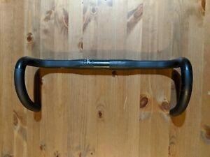 Fizik Cyrano 00 Bull 40cm Carbon Handlebars
