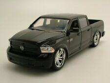 Dodge Ram 1500 CUSTOM Pick-up 2014 Negro, Coche Modelo 1:24 / Jada Toys