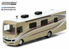 1:64 GreenLight *HD TRUCKS 8* AUTUMN BREEZE 2016 Fleetwood Bounder RV Camper NIP