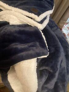 UGG Classic Home Fleece  Reversible Blanket/  Throw & Pillow Cases Full/Queen