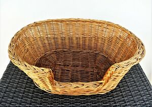 Wicker pet basket. Cat or small dog.