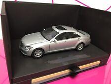 "1:18 Mercedes Clase S W221 AUTOART *DEALER EDITION*"""
