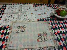 lot ,3 napperons vintages brodés main ,protége meuble ;dentelle crochet