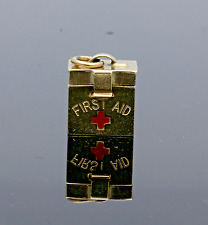 "VINTAGE 1958 9CT ORO ""FIRST AID BOX"" Charm"