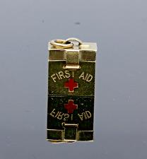 "VINTAGE 1958 9CT ORO ""FIRST AID BOX"" Charm"