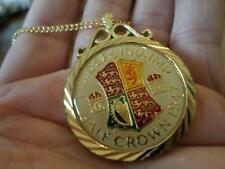 Superbe vintage émaillé Demi-couronne coin 1947 Pendentif & Collier. 70TH Anniversaire