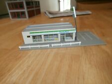 TOMYTEC N-SCALE  ASSEMBLED  BUILDING- FAMILY MART.   24 OPEN