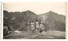 Femmes homme chien montagne paysage voiture - photo ancienne amateur an. 1930