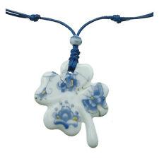 Collier pendentif trèfle porte bonheur chance porcelaine motif bleu 0% métal
