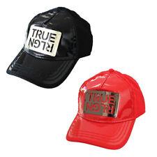 True Religion para hombre TR1965 placa de metal con el logotipo Sombrero Gorra Camionero Frente De Vinilo
