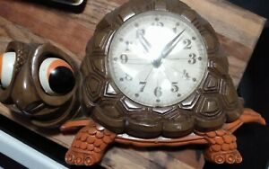 Vintage New Haven Burwood Brown Turtle Wall Clock 1977