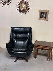 Rare and original vintage 1960's Parker Knoll swivel armchair 110/111