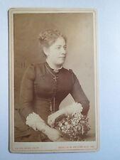 Berlin - 1884 - sitzende Frau im Kleid / CDV