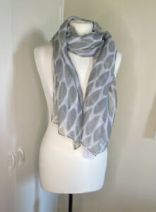 Women's Catherine Lansfield Grey and Green Leaf Design Scarf
