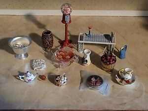 DOLLHOUSE MINIATURE HAND MADE OTHER CUTE LOT OF MISCELLANEOUS KITCHEN TYPE ITEMS