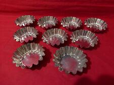 18 petits moules à gateaux en fer blanc