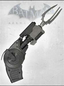 Batman: Arkham Origins: Prop Replica: Grapnel Gun and Accessories. Rare Neca