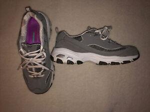 Sketchers D'lites Air-cooled Memory Foam Athletic Shoes Grey White Sz 8 Wide Fit