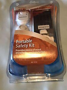 RadioShack 49-1010 Portable Safety Kit Alarms Doorstop Keychain NEW
